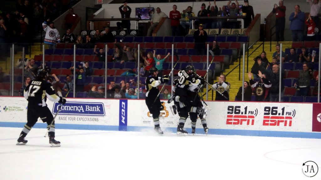 muskgeon lumberjacks, lumberjacks hockey, ushl, junior hockey, goal celebration, overtime win